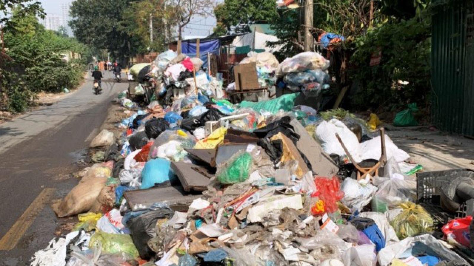 Chủ tịch Hà Nội yêu cầu thanh tra toàn diện việc thu gom rác của nhà thầu Minh Quân