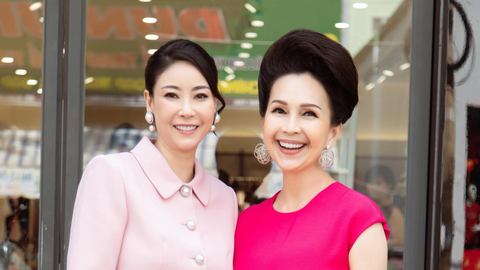 """Diễm My, Hà Kiều Anh khoe nhan sắc """"không tuổi"""" trong trang phục màu hồng tươi tắn"""