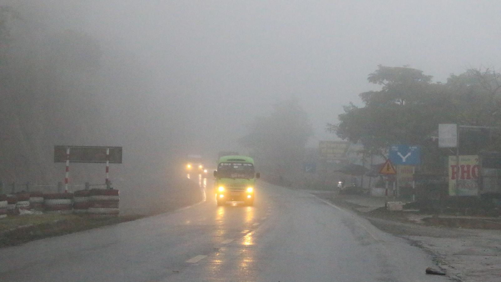 Sương mù dày đặc trên Quốc lộ 6