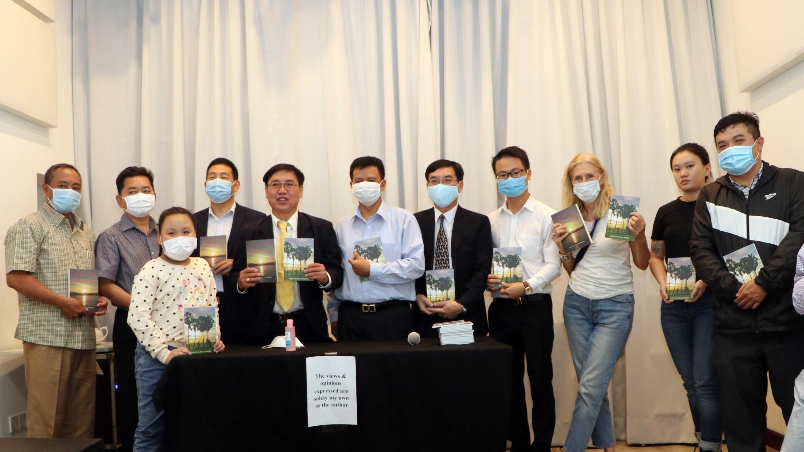 Ra mắt sách nhân kỷ niệm 42 năm ngày giải phóng Campuchia