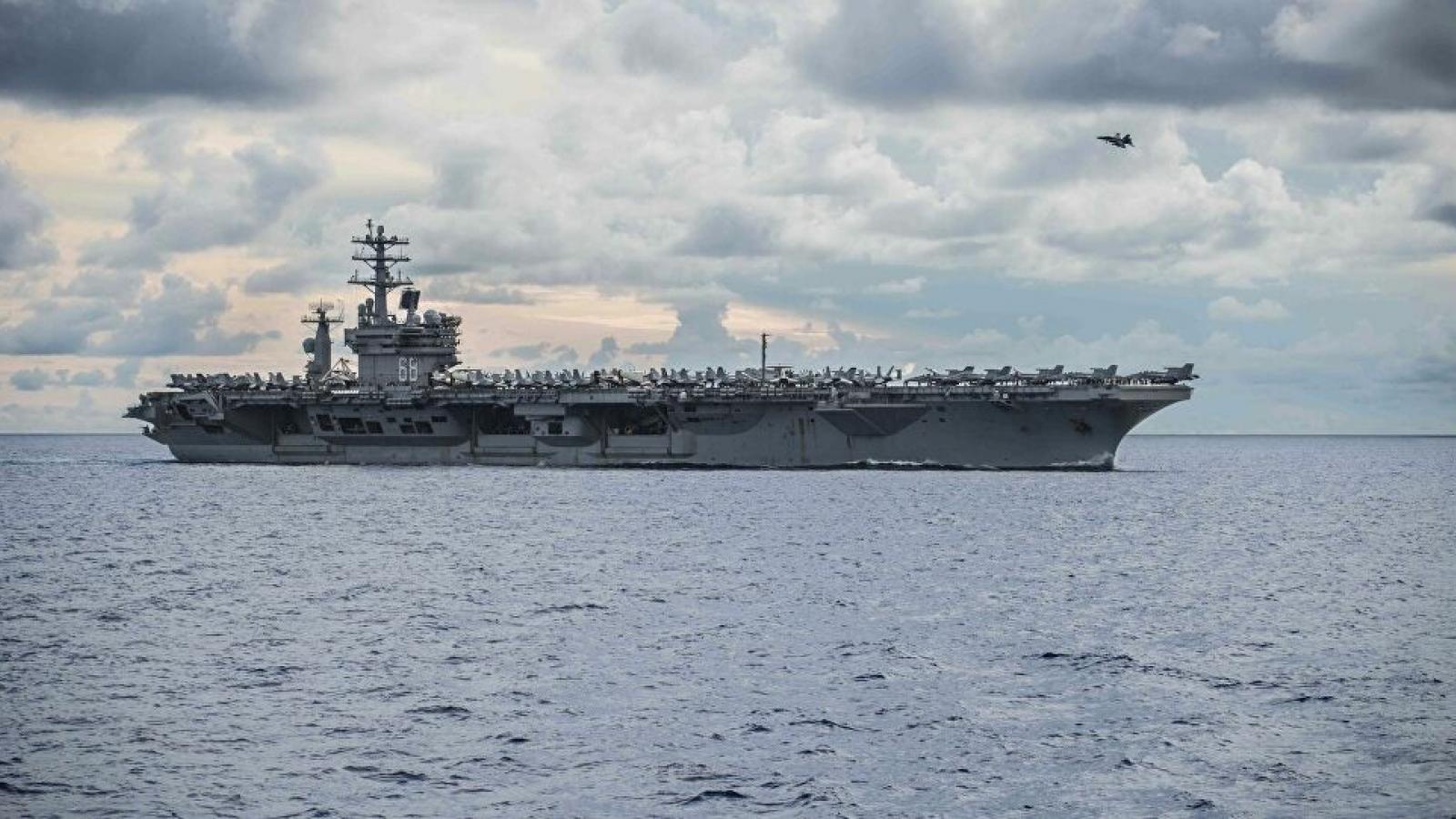 Tên lửa Iran rơi cách nhóm tàu sân bay Mỹ hơn 160km
