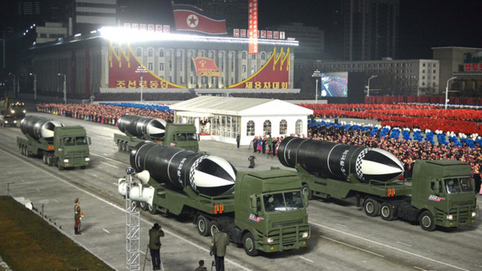 """Video: Triều Tiên """"khoe"""" tên lửa đạn đạo phóng từ tàu ngầm """"mạnh nhất thế giới"""""""
