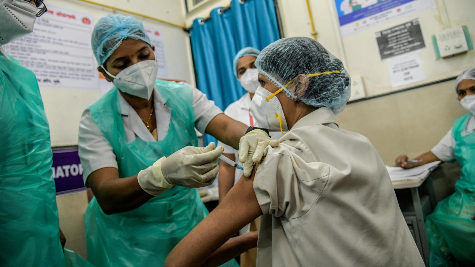 580 trường hợp phản ứng thuốc, 2 người tử vong sau 3 ngày tiêm vaccine Covid-19 ở Ấn Độ