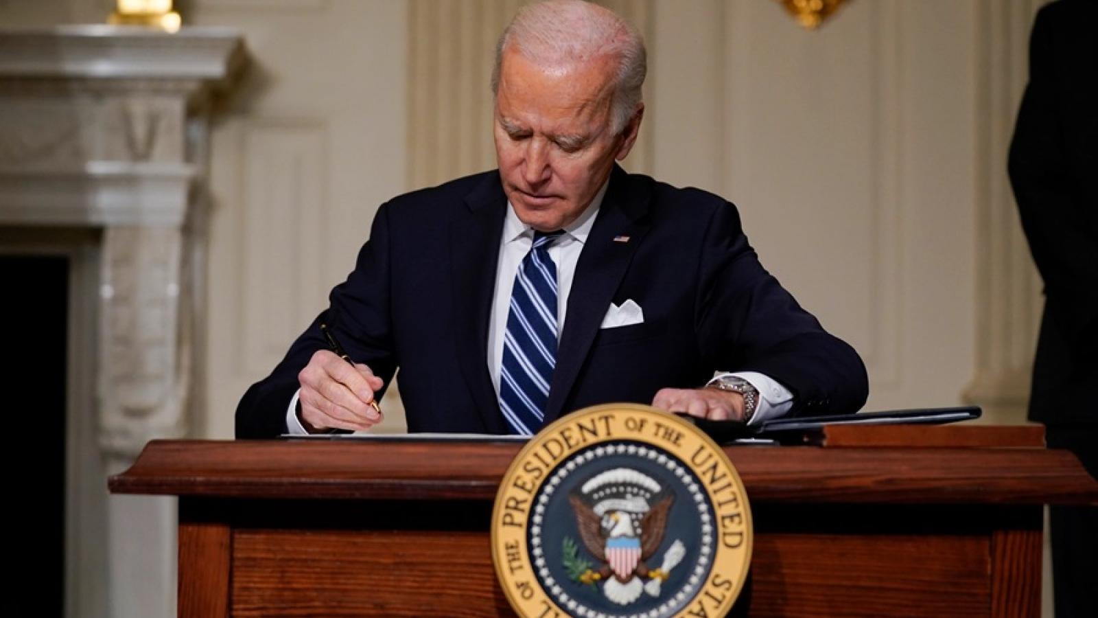 Tổng thống Mỹ Biden ký thêm 2 sắc lệnh đảo ngược chính sách của người tiền nhiệm