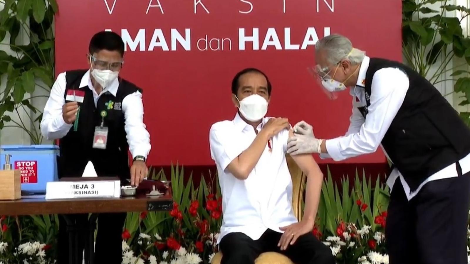 Tổng thống Indonesia tiêm vaccine Covid-19 do Sinovac của Trung Quốc sản xuất