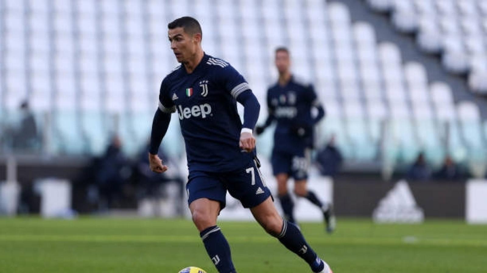 """Ronaldo kiến tạo, Juventus """"phả hơi nóng"""" vào cuộc đua vô địch Serie A"""