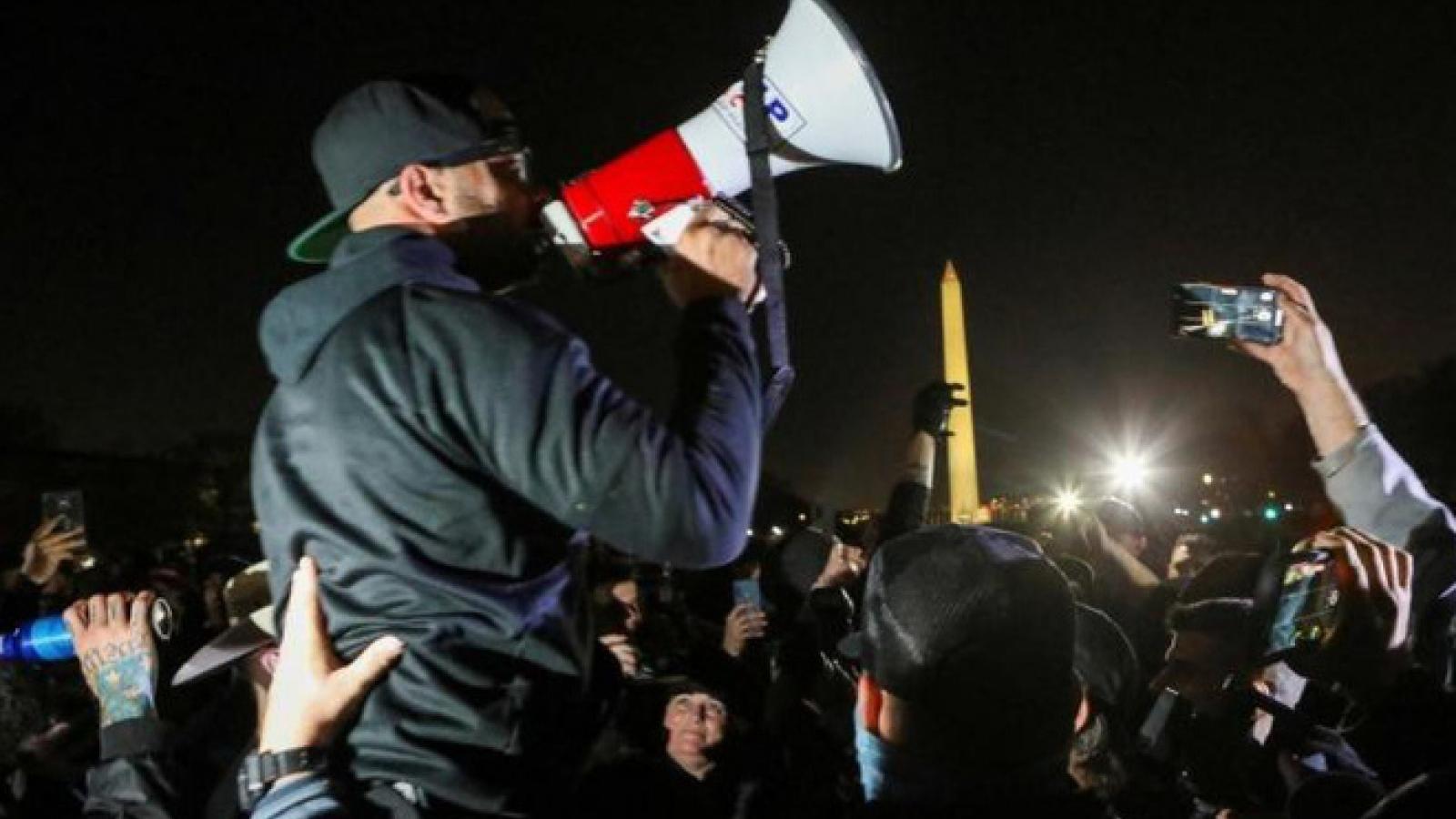 Hàng trăm người ủng hộ Tổng thống Trump đã tới Washington để phản đối kết quả bầu cử