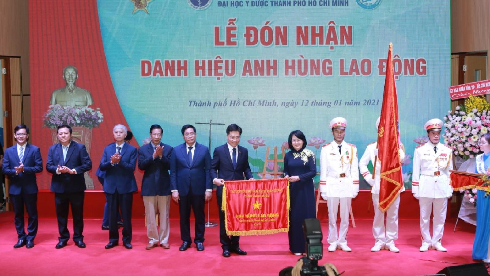 Phó Chủ tịch nước trao danh hiệu Anh hùng lao động thời kỳ đổi mới ở TPHCM và Đồng Nai