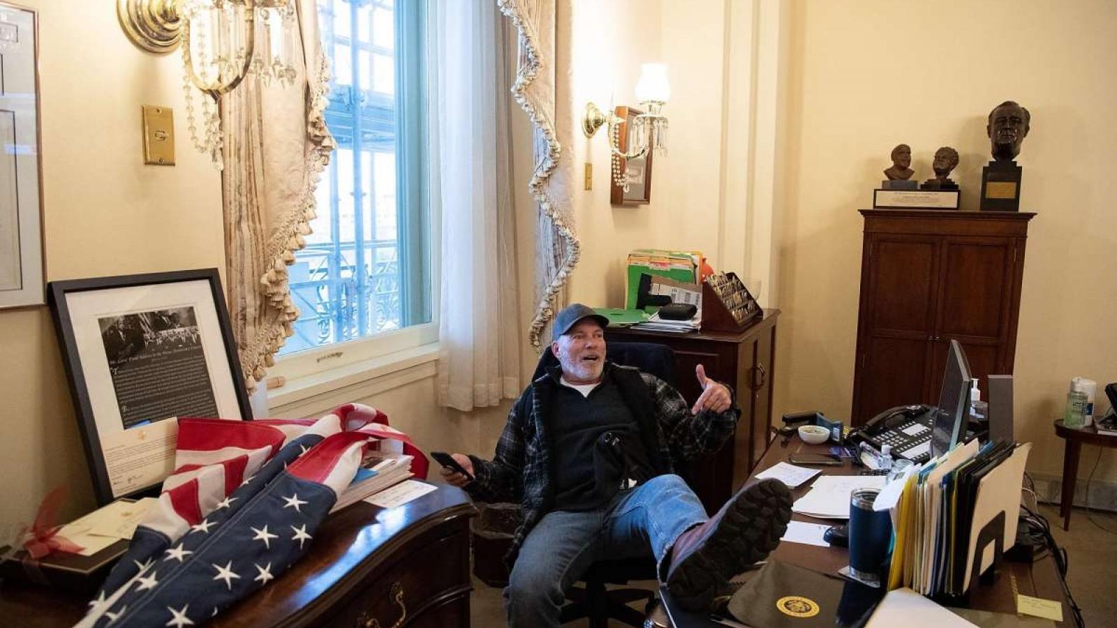 Người đàn ông xâm nhập vào phòng làm việc của Chủ tịch Hạ viện Mỹ đã bị bắt