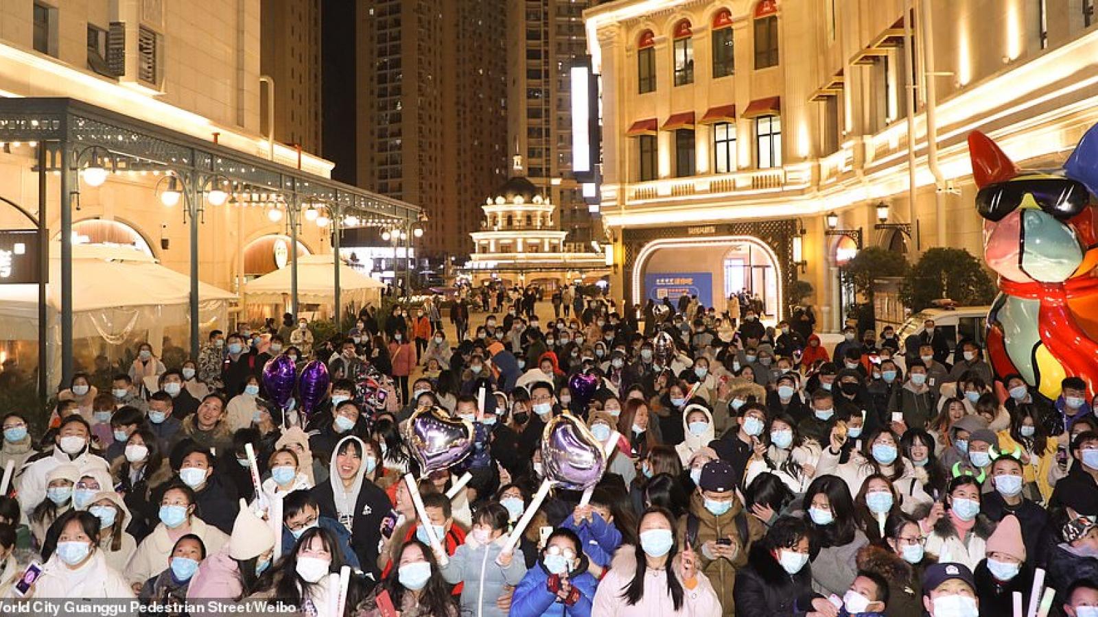 Cảnh tượng đón năm mới 2021 ở Vũ Hán – thành phố từng là tâm dịch Covid-19 của thế giới
