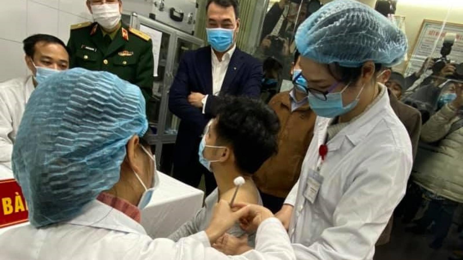 Hôm nay, 3tình nguyện viên đầu tiên nhóm 1 tiêm liều Nanocovax 25 mcg thứ hai