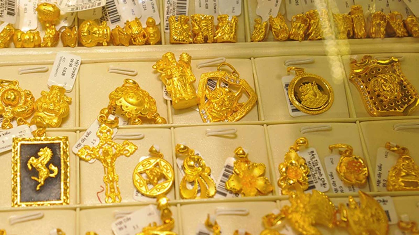 Giá vàng SJC tăng mạnh, vượt mốc 56 triệu đồng/lượng