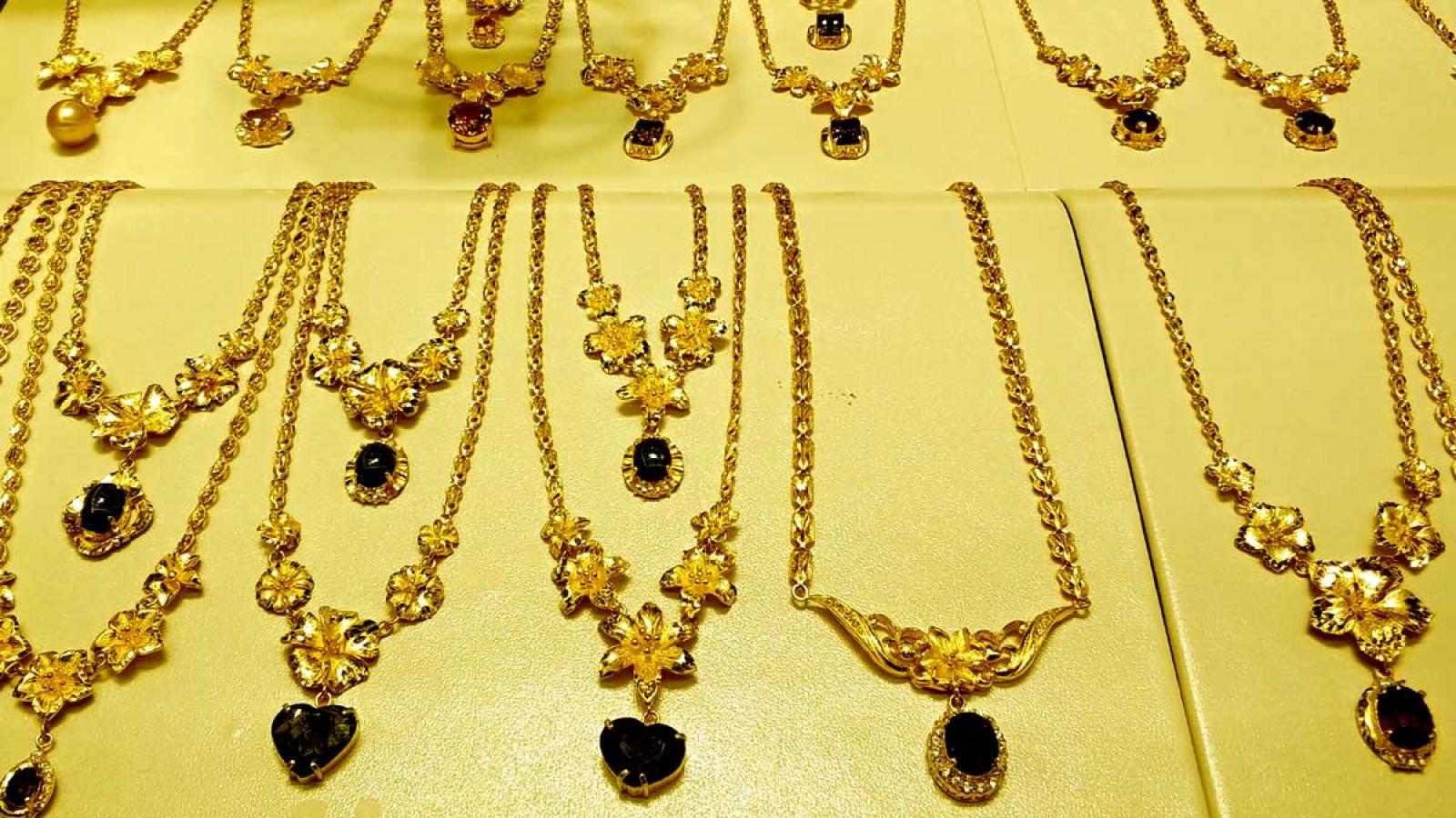 Giá vàng SJC giảm khi vàng thế giới leo cao