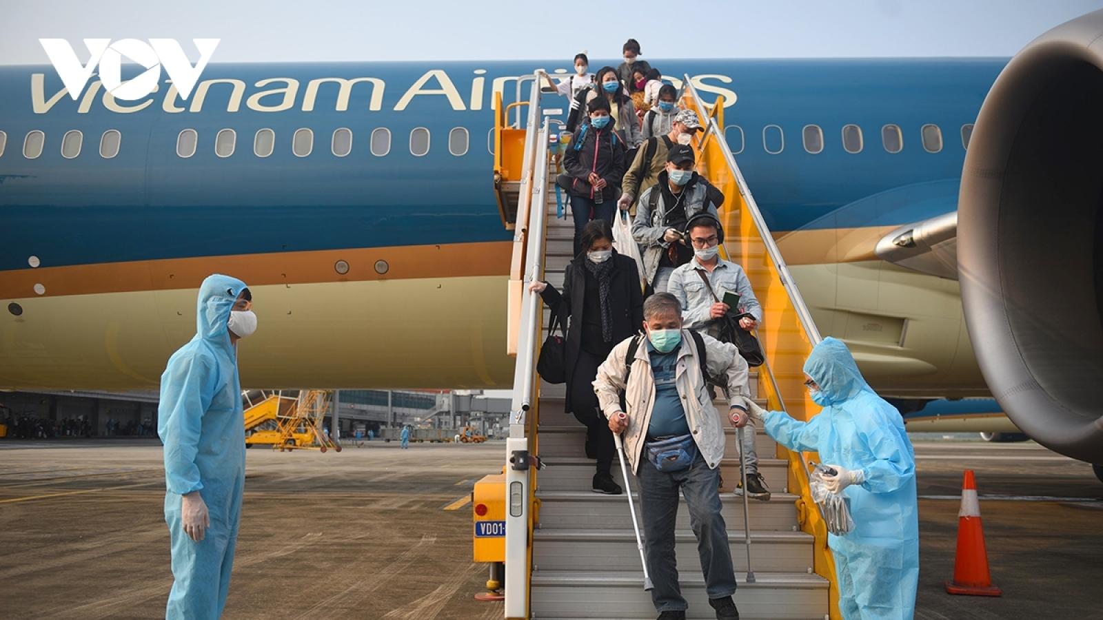 Tạm dừng tổ chức chuyến bay từ Anh, Nam Phi về Việt Nam