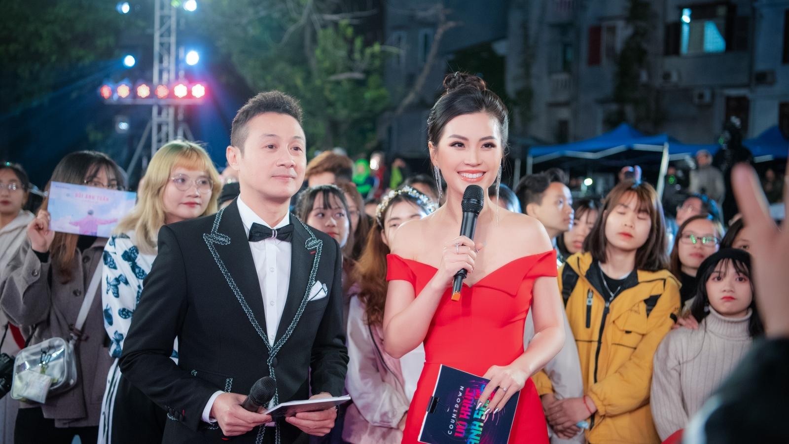 Á hậu Diễm Trang khoe vòng 1 căng đầy, hội ngộ MC Anh Tuấn