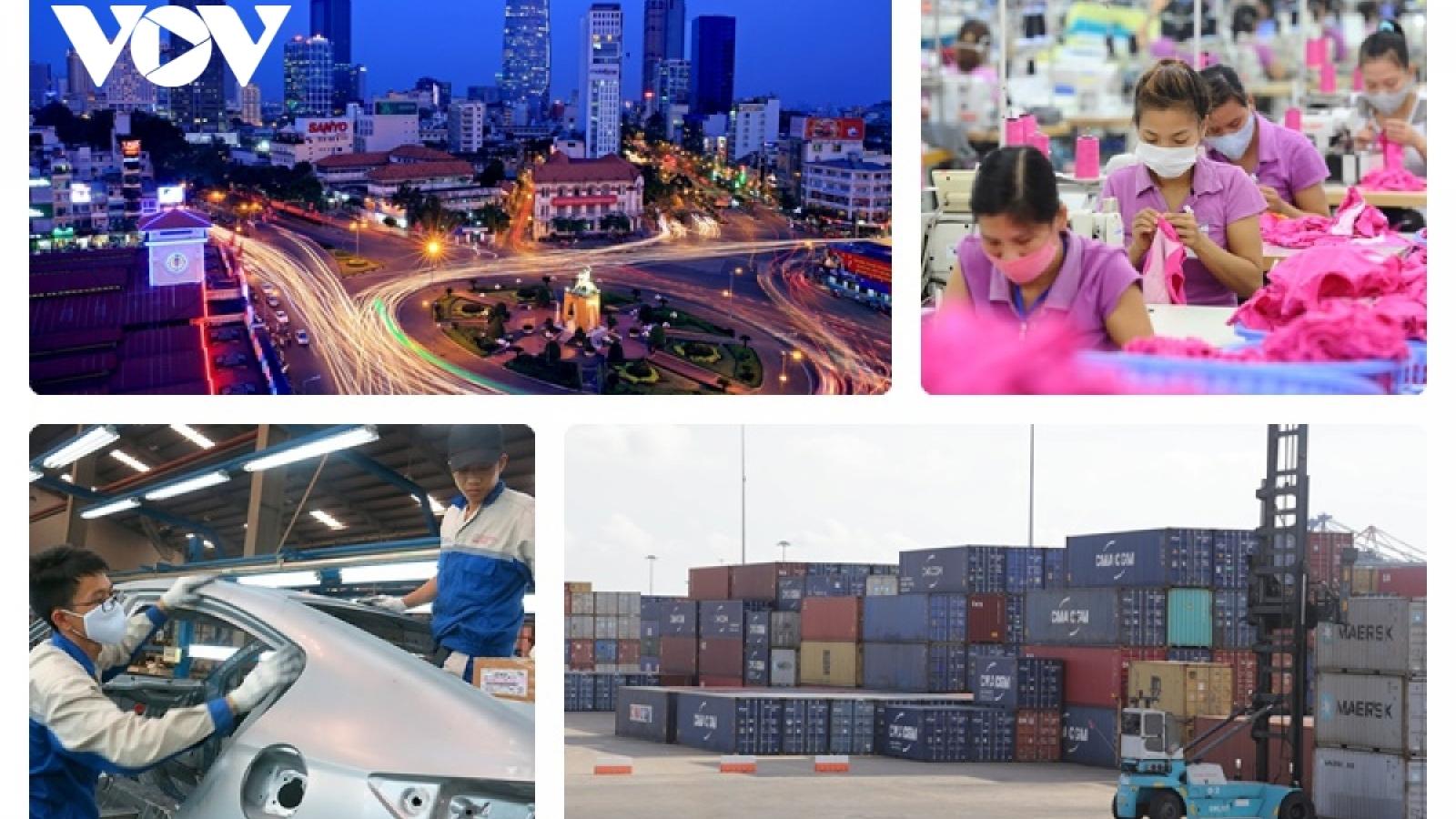 Kinh tế Việt Nam thời hội nhập, giữ vững tay chèo vượt sóng dữ
