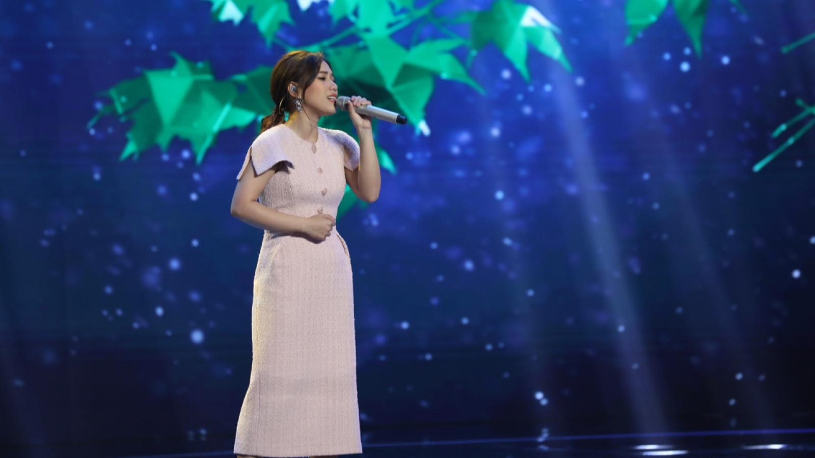 """Thùy Chi: Tôi không áp lực khi hát """"Một thời đã xa"""" của ca sĩ Phương Thanh"""
