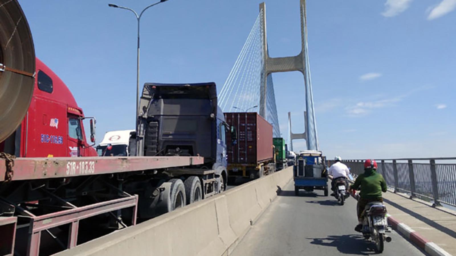 TP.HCM cấm xe máy đi qua cầu Phú Mỹ vào ngày 17/1