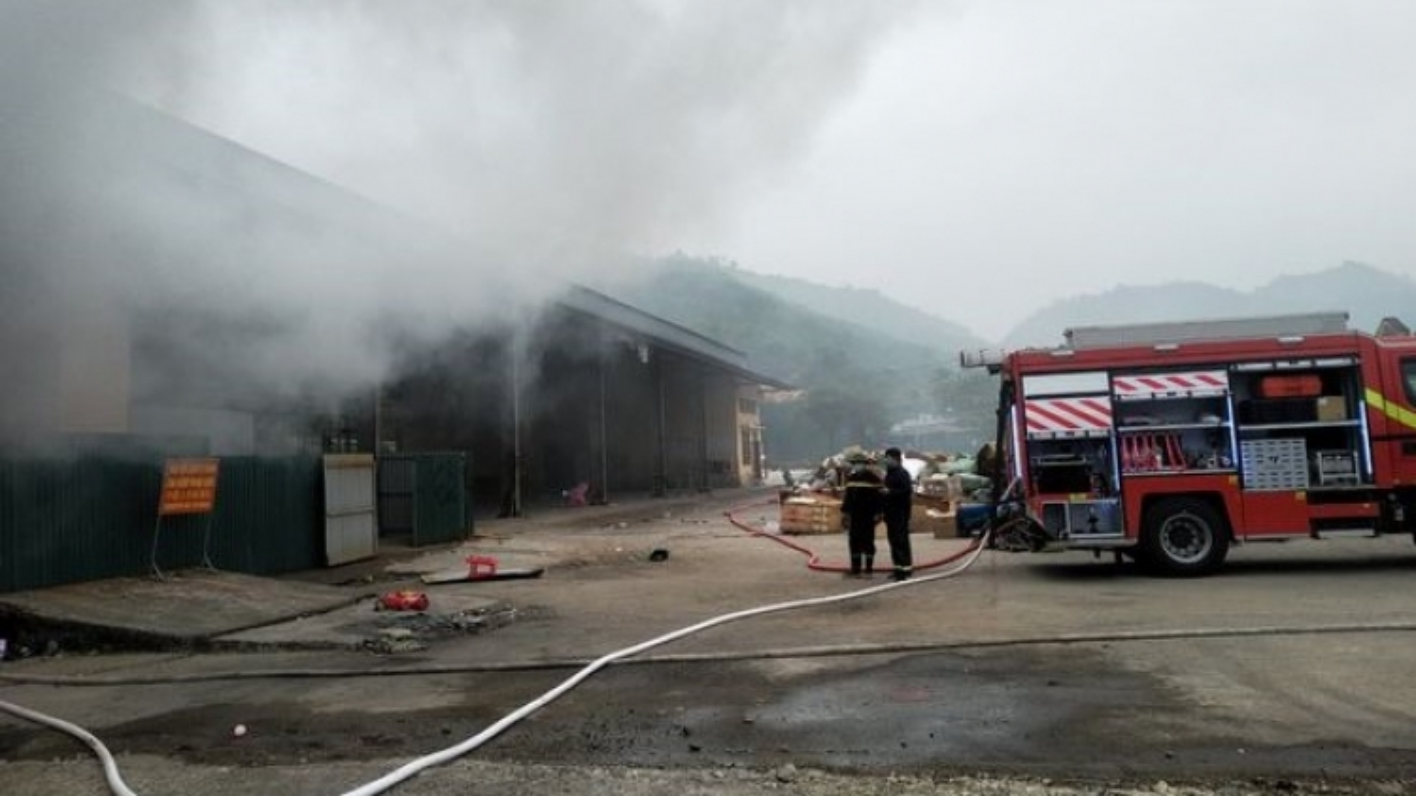 Cháy kho hàng tại cửa khẩu Bắc Phong Sinh