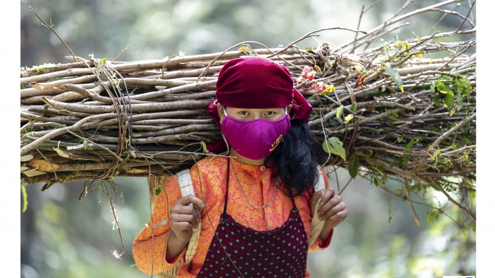 Vẻ đẹp bình dị của đồng bào Hà Giang trong lao động và phòng dịch