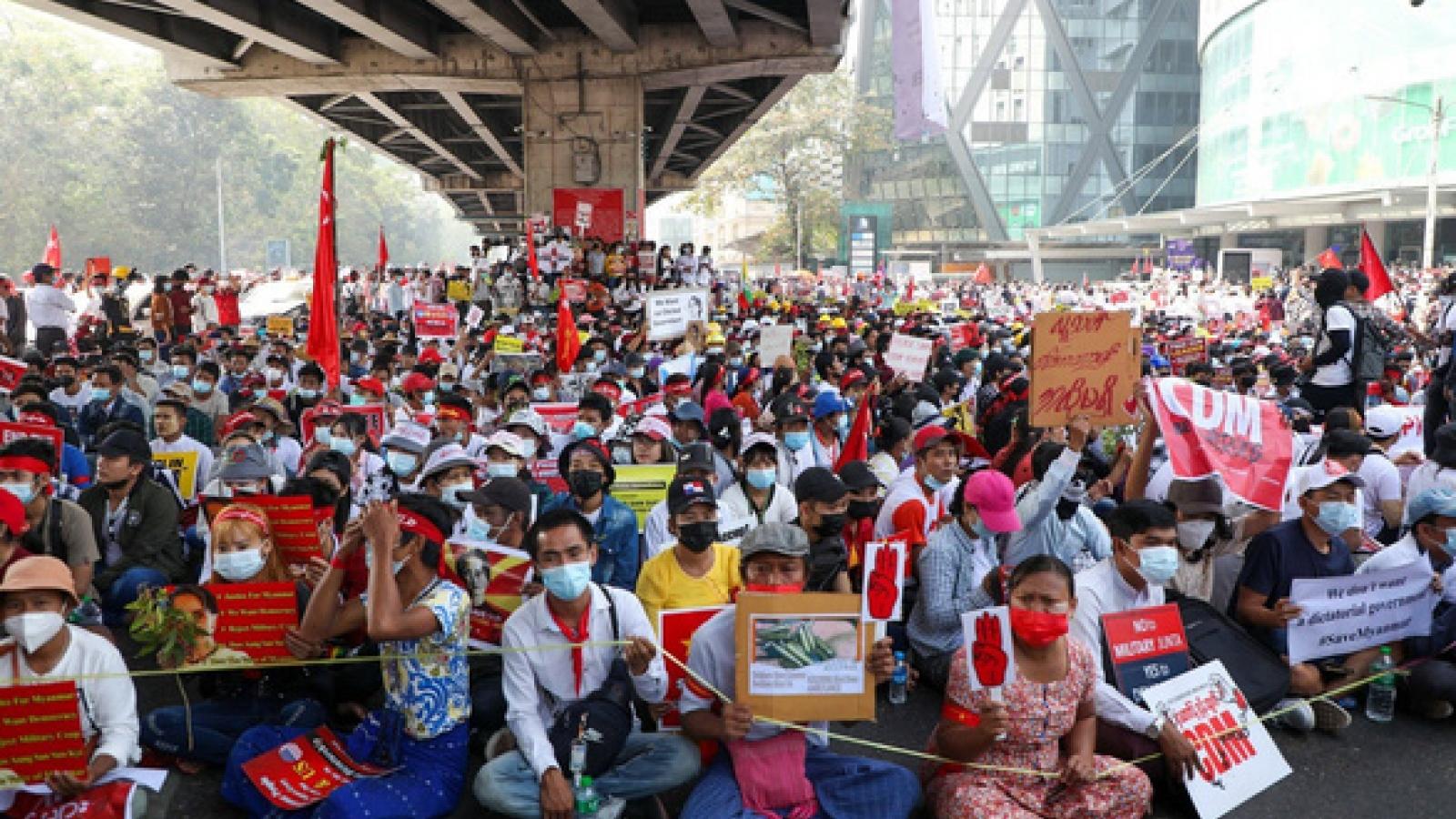 Liên Hợp Quốc kêu gọi quân đội Myanmar dừng đàn áp người biểu tình