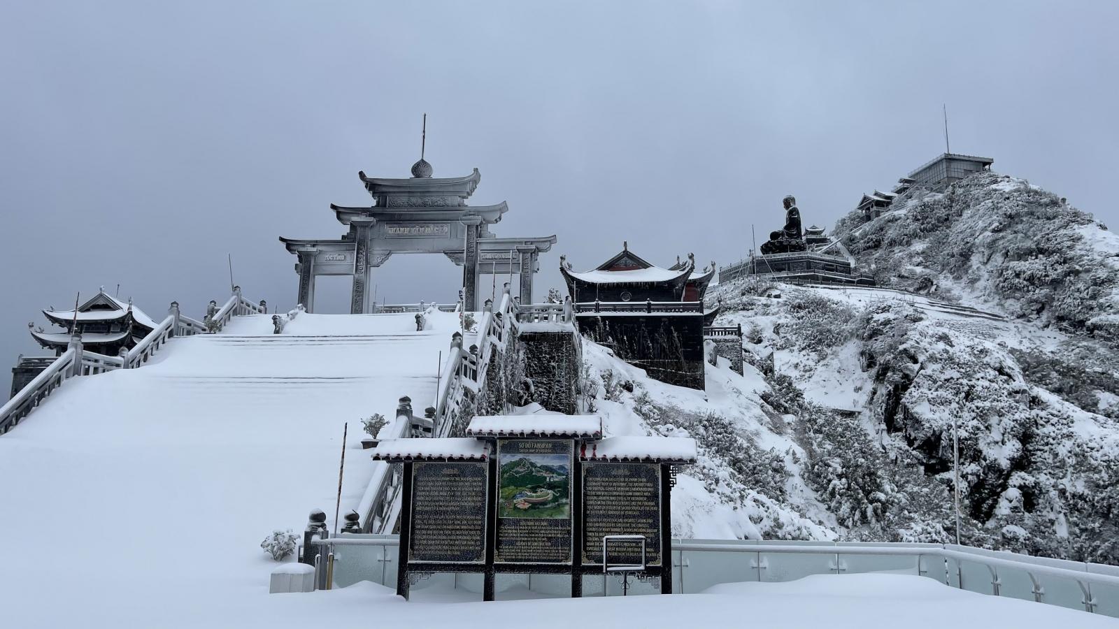 Nhiệt độ xuống -3 độ C, tuyết tiếp tục phủ trắng đỉnh Fansipan