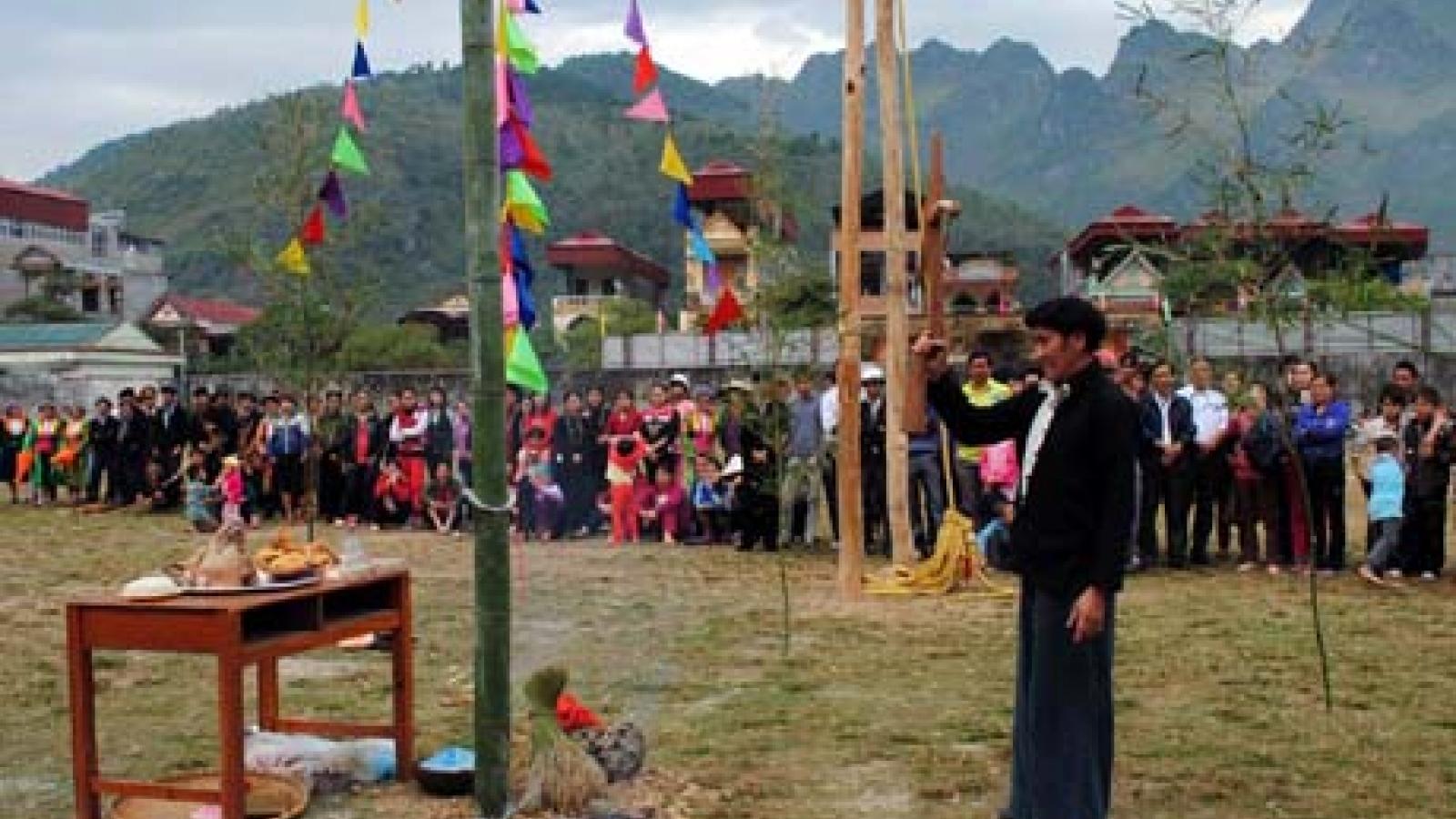 Lễ hội Gầu Tào - nơi gắn tình đoàn kết cộng đồngcủa ngườiMông ở Hà Giang