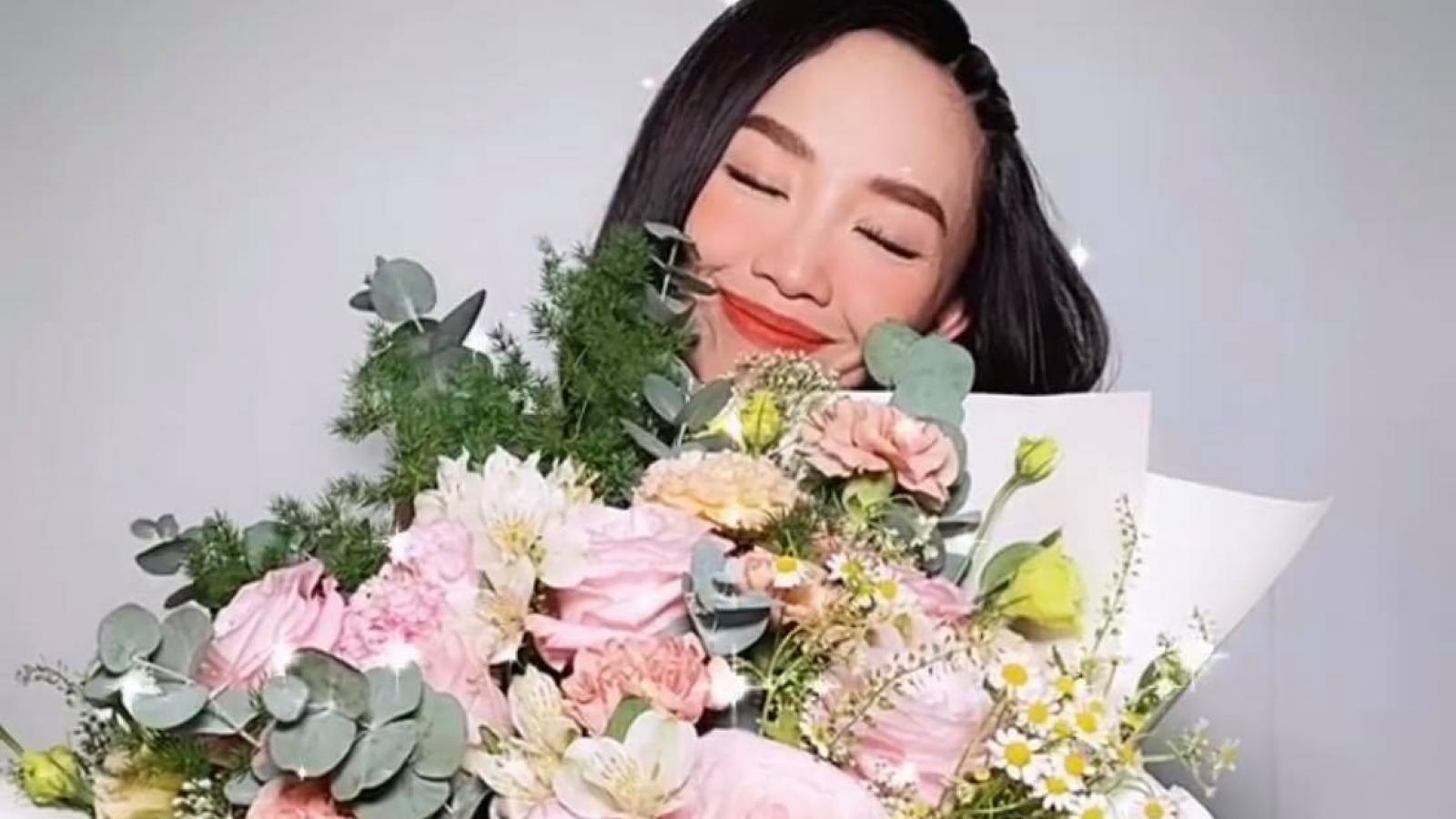 Chuyện showbiz: Hoàng Touliver tặng hoa kỷ niệm 1 năm ngày cưới Tóc Tiên