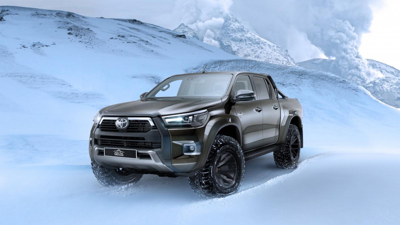 """Bán tải Toyota Hilux ấn tượng hơn sau khi """"qua tay"""" Arctic Trucks"""