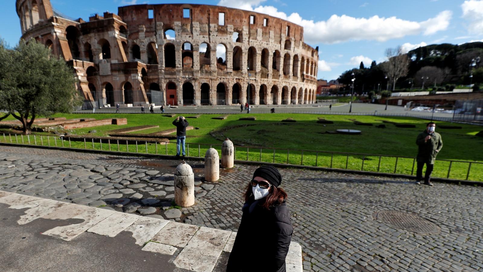 Du khách hạnh phúc khi Đấu trường La Mã mở cửa trở lại