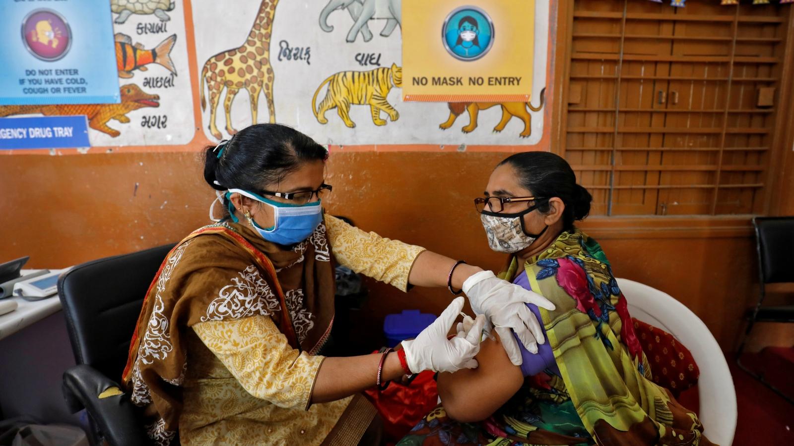 Ấn Độ tiêm đủ 2 mũi vaccine Covid-19 cho 340.000 nhân viên y tế