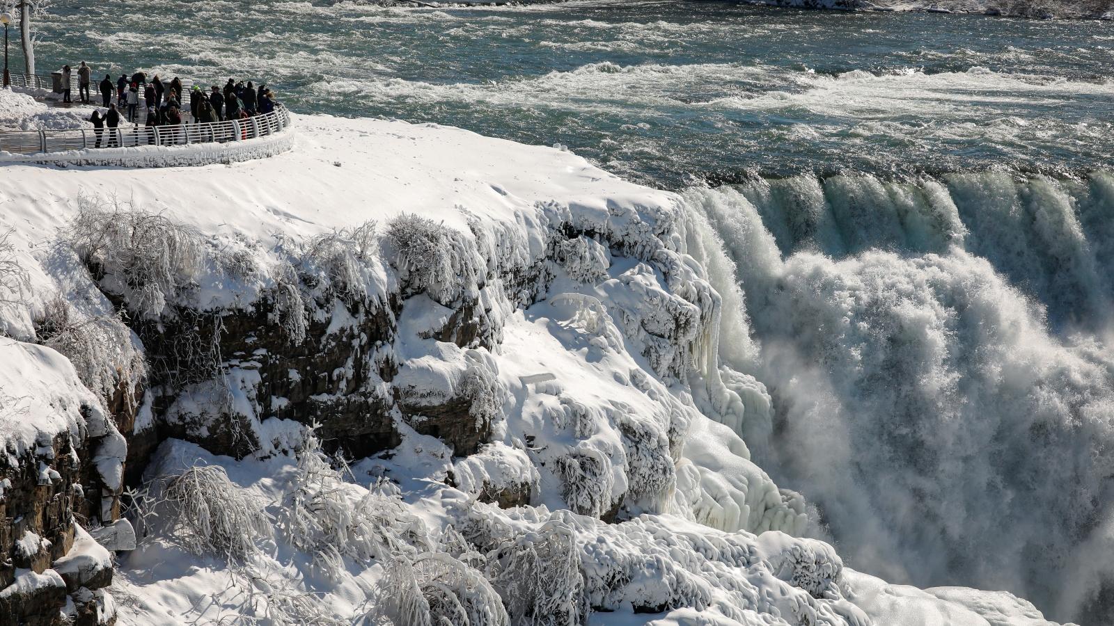 Chiêm ngưỡng thác Niagara phủ băng tuyết trắng xóa