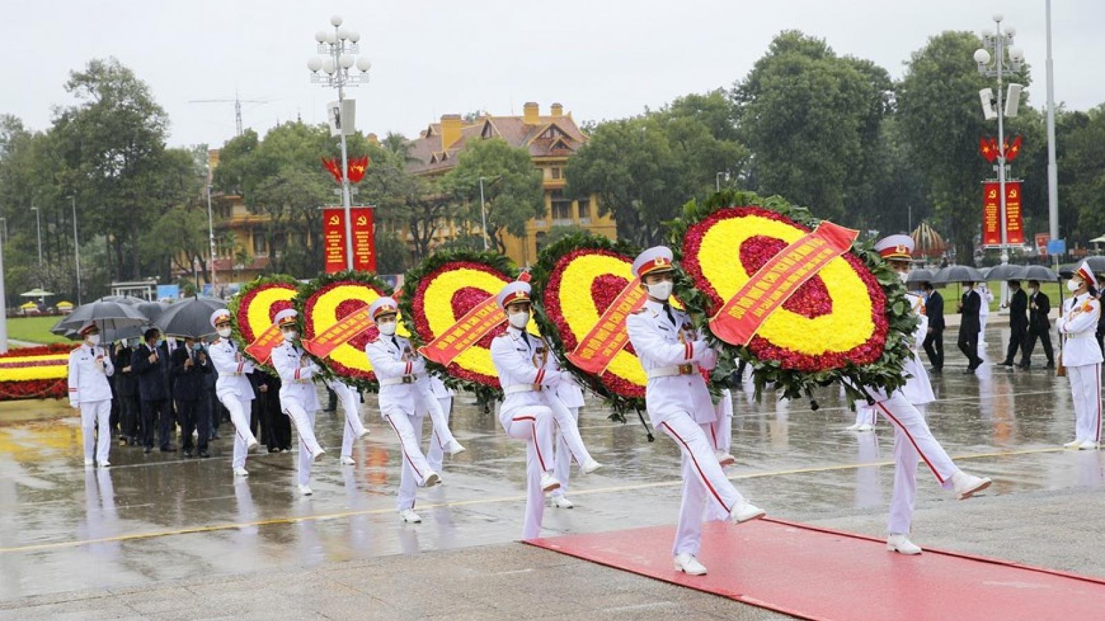 Lãnh đạo Đảng, Nhà nước viếng Chủ tịch Hồ Chí Minh và các Anh hùng, liệt sỹ
