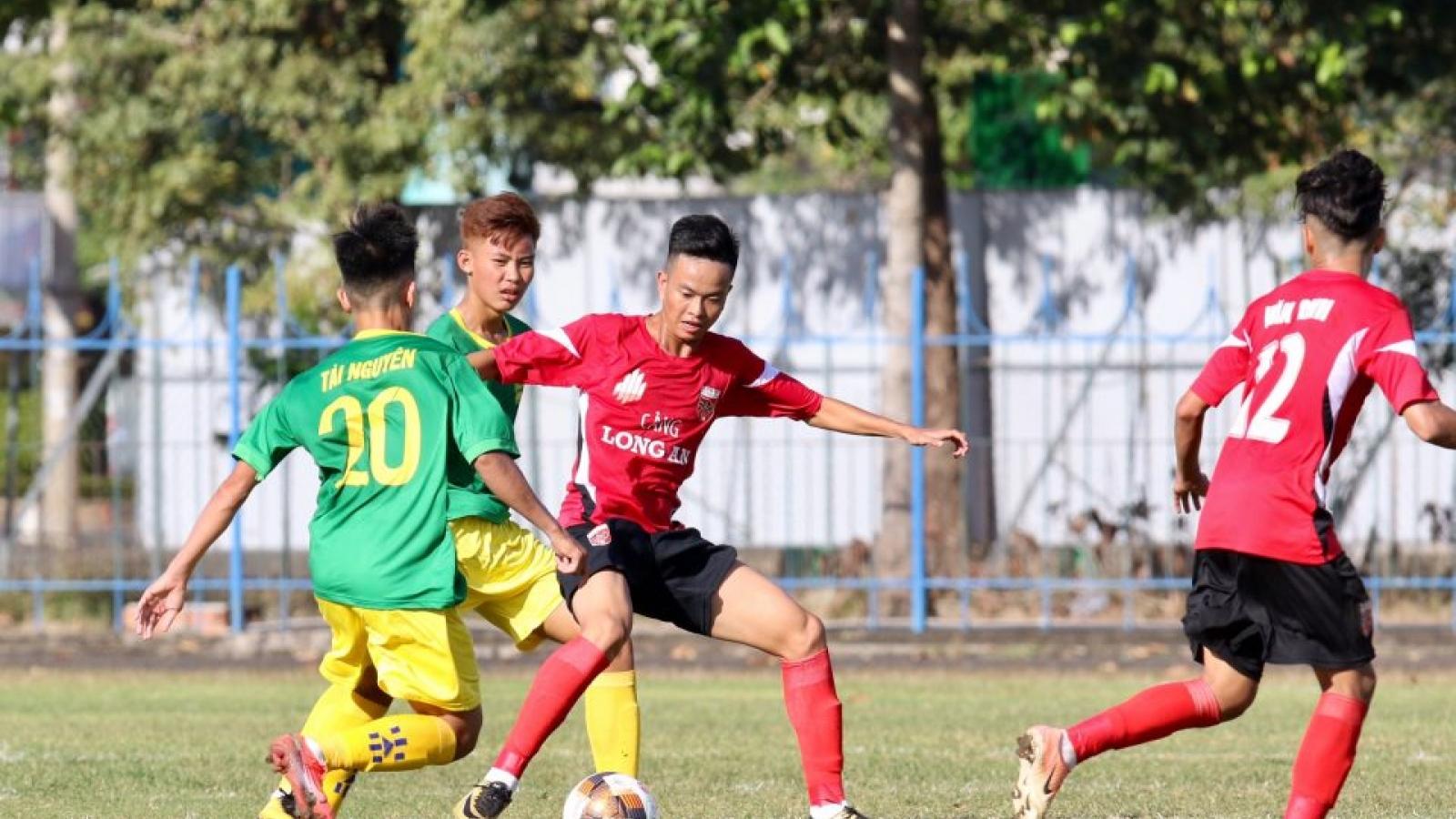 """Giải U19 Quốc gia bị hoãn, bóng đá Việt Nam thêm một lần """"đóng băng"""" vì Covid-19"""