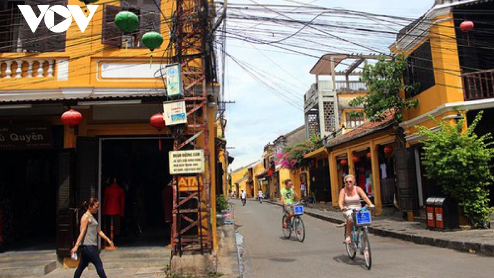 Pedestrian street in Hoi An reopens