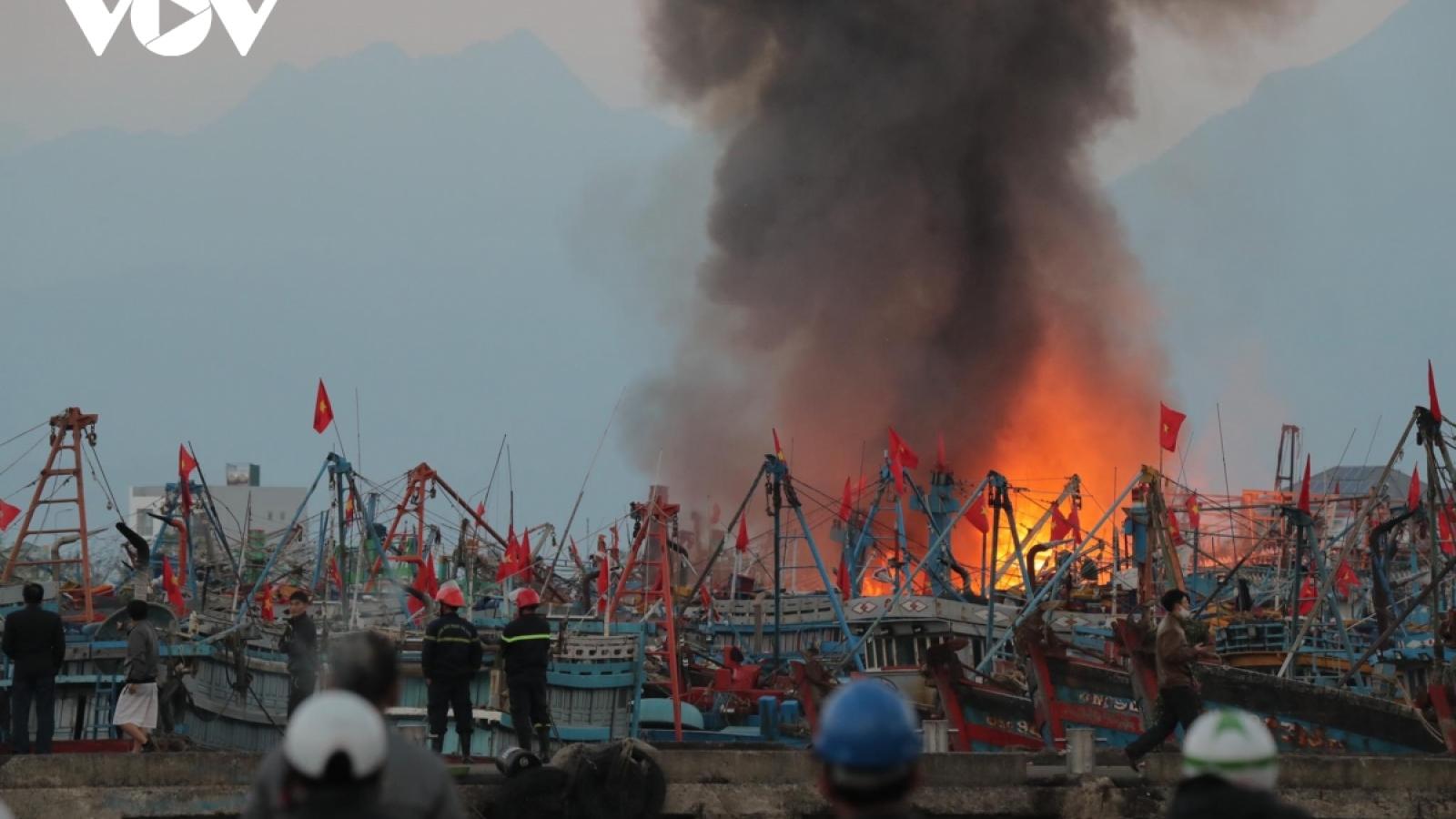 Đà Nẵng hỗ trợ chủ tàu cá Bình Định bị cháy tàu ở âu thuyền Thọ Quang