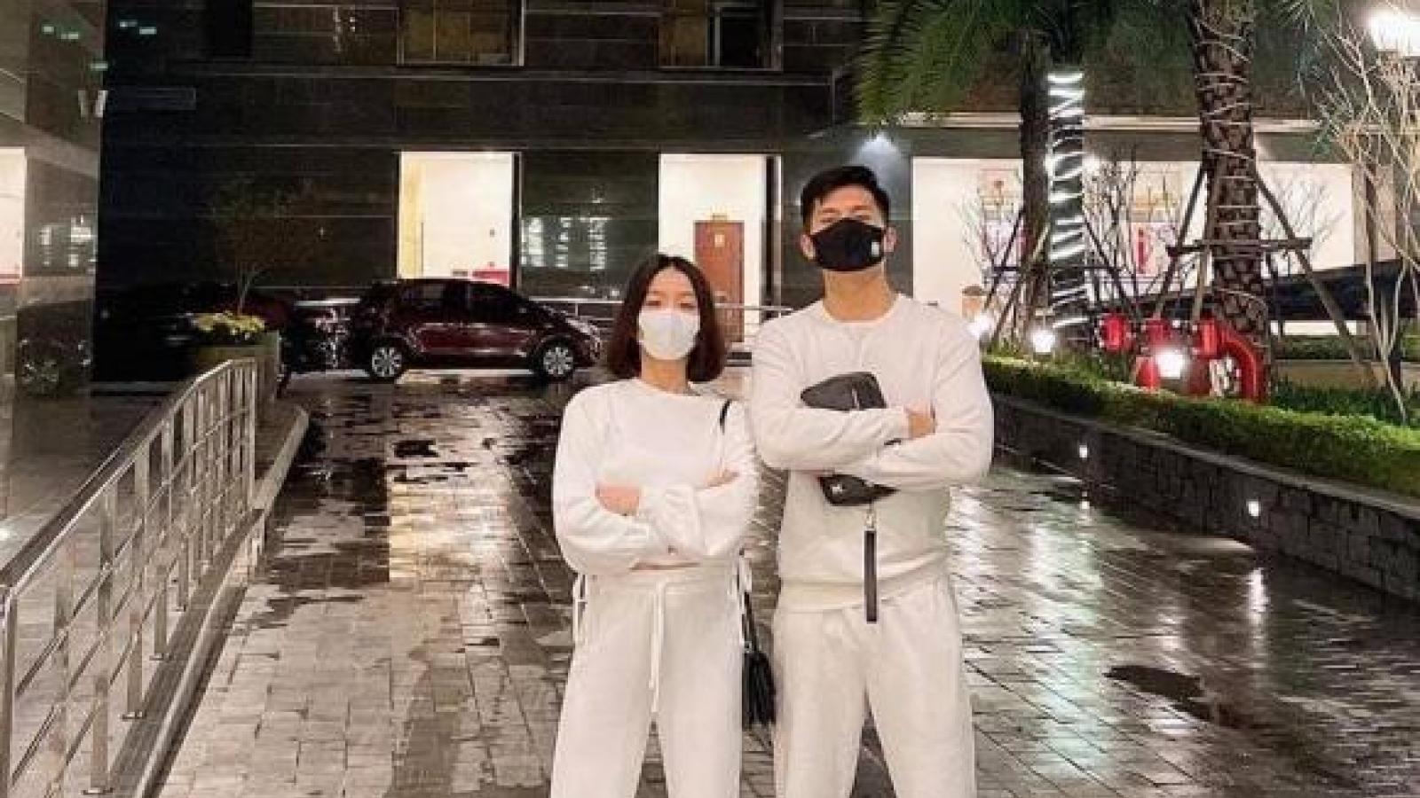 Chuyện showbiz: Lệ Quyên và tình trẻ diện đồ đôi, cùng nhau về quê đón Tết