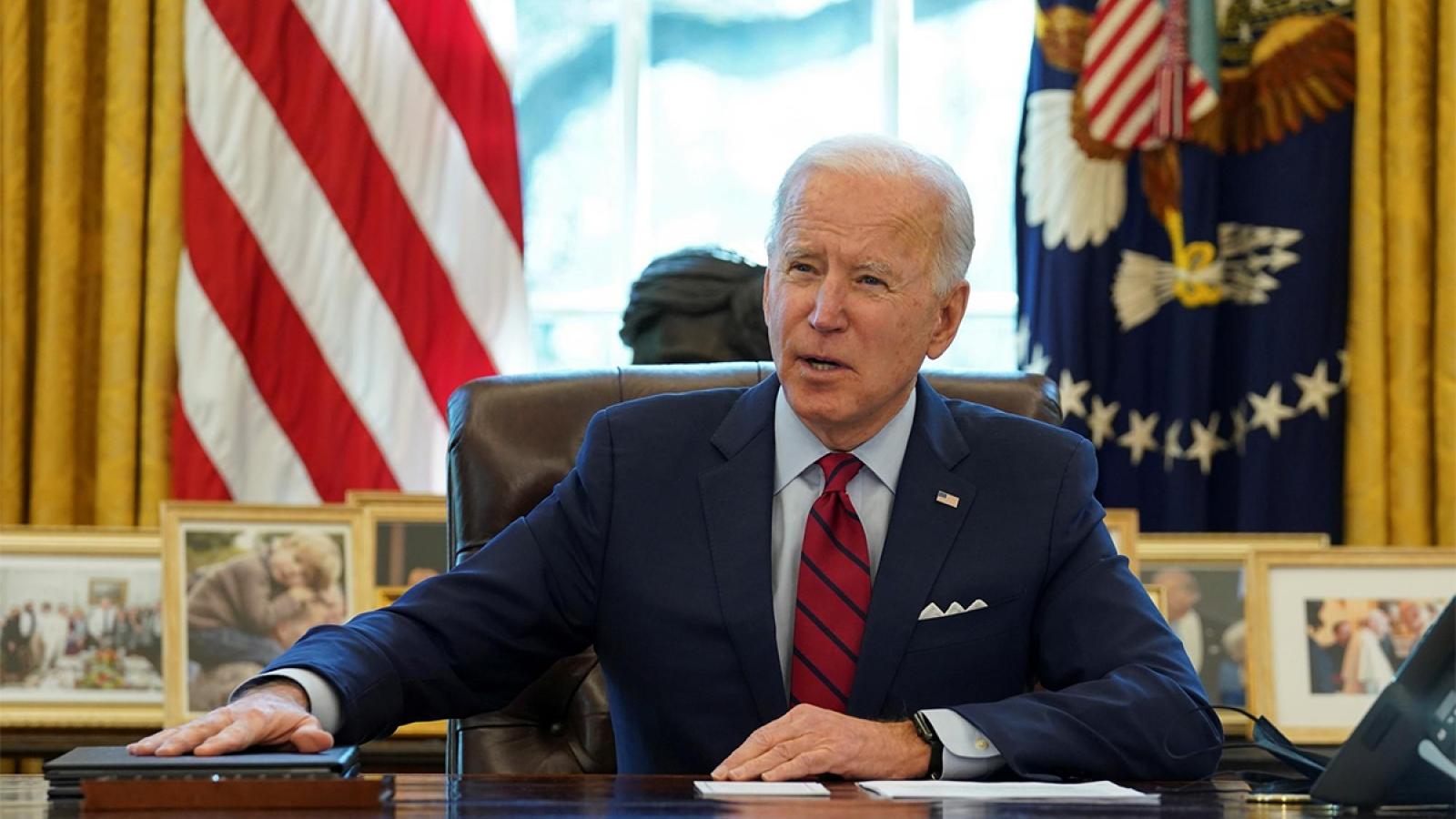 Biden nhận được tỷ lệ tín nhiệm cao hơn Trump khi bắt đầu nhiệm kỳ tổng thống