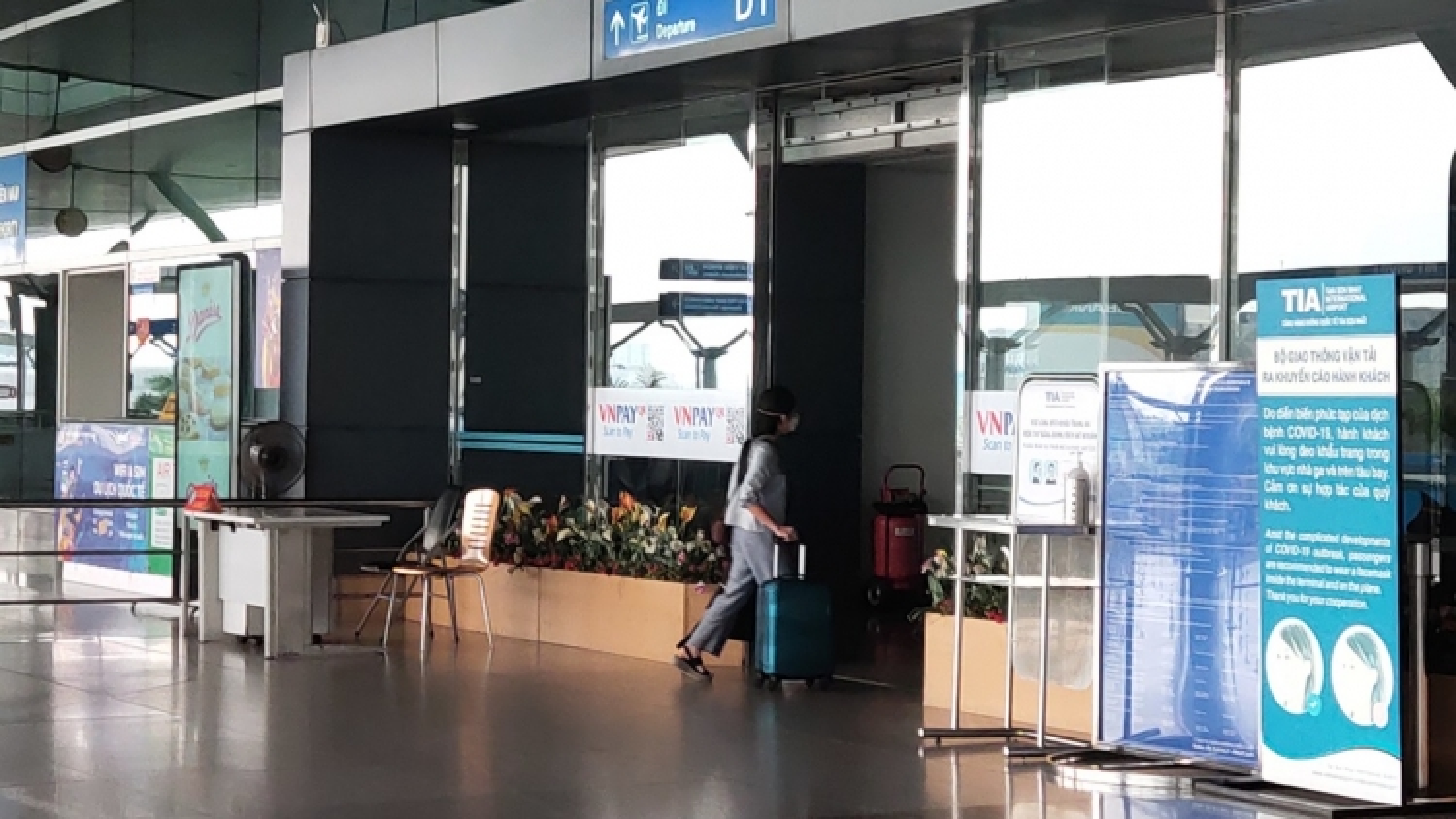 Ga quốc tế sân bay Tân Sơn Nhất vắng hoe khác thường so với mọi Tết trước