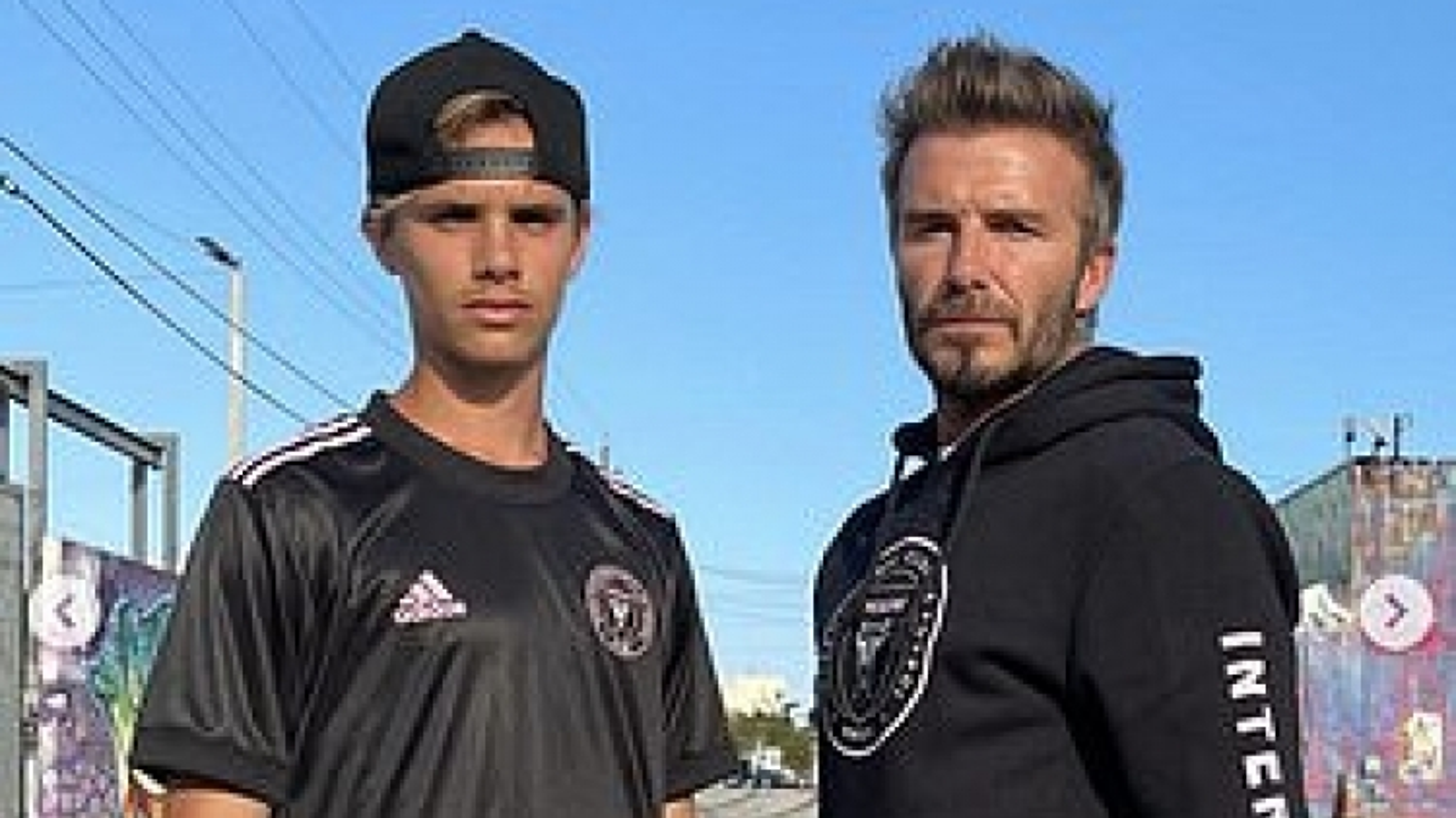 """David Beckham diện đồ """"cực ngầu"""" bên con trai Romeo"""