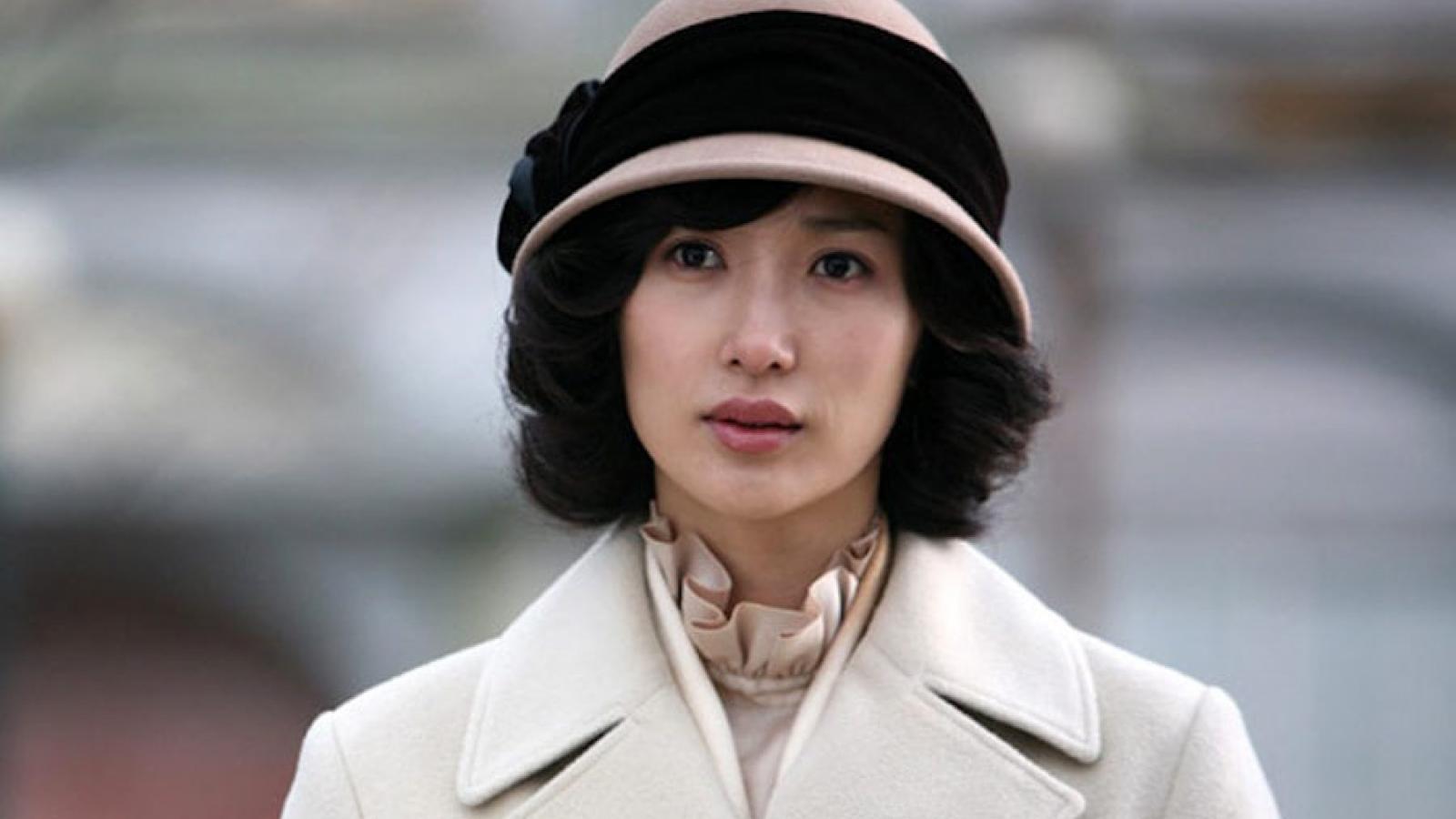 """Nữ diễn viên """"Cô dâu 15 tuổi"""" Kim Bo Kyung qua đời ở tuổi 44"""
