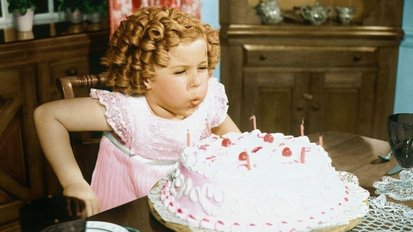 Vì sao chúng ta phải thổi tắt nến trên bánh sinh nhật?