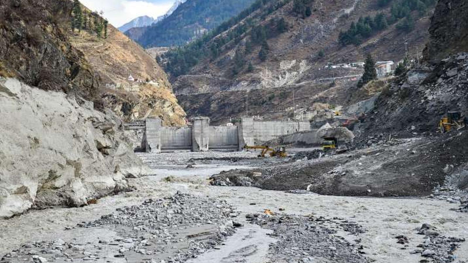 Ấn Độ tiếp tục tìm kiếm trong vô vọng các nạn nhân mất tích trong thảm họa vỡ sông băng