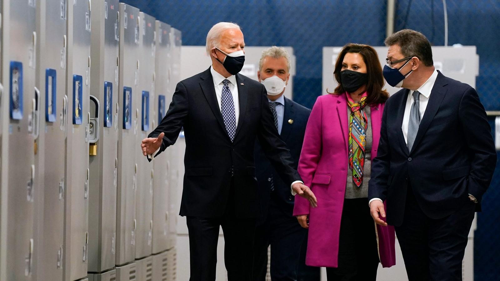Tổng thống Mỹ Biden thăm nhà máy sản xuất vaccine Covid-19