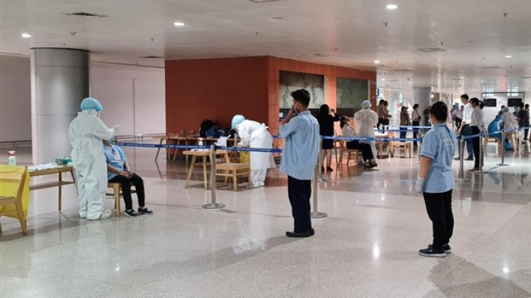 Tan Son Nhat airport operates normally following a coronavirus infection