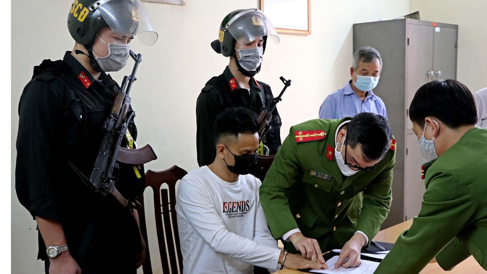 Di lý đối tượng đâm 3 người tử vong tại quán karaoke về Hòa Bình tiếp tục điều tra