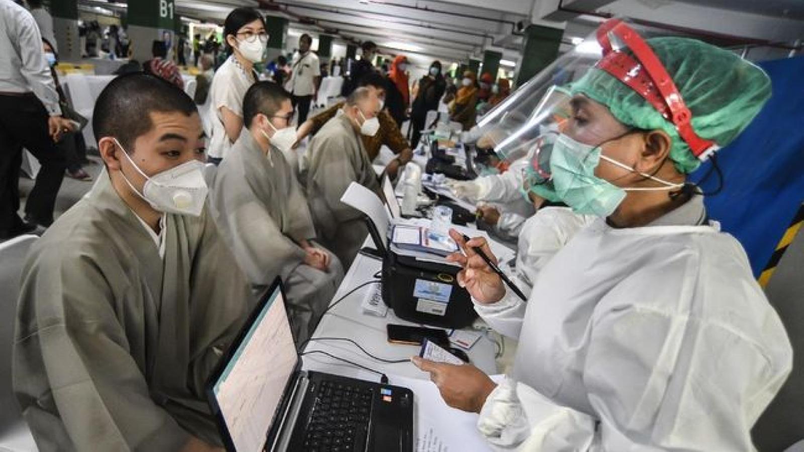 Indonesia bắt đầu tuần lễ tiêm vaccine Covid-19 cho các nhà lãnh đạo tôn giáo