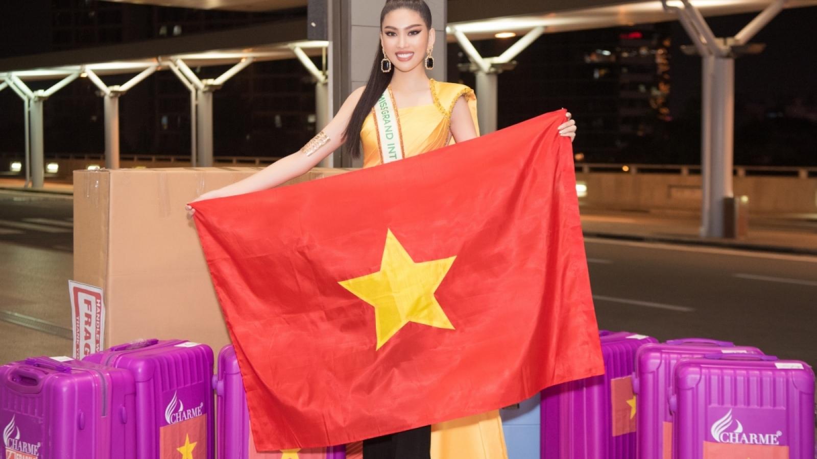 Ngoc Thao leaves for Miss Grand International 2020