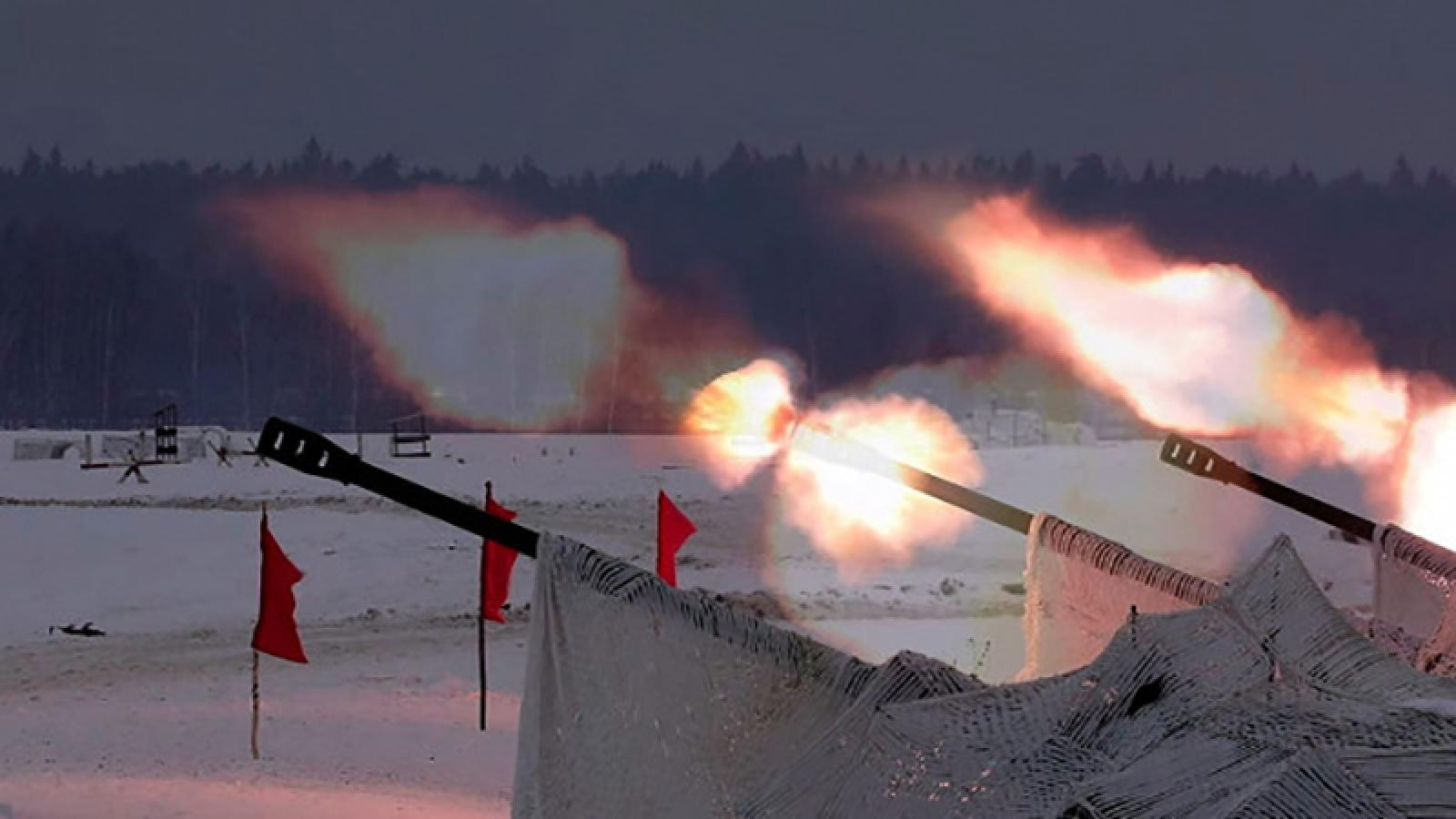 Siêu pháo tự hành Msta-S của Nga khai hỏa diệt mục tiêu ở khoảng cách 20km