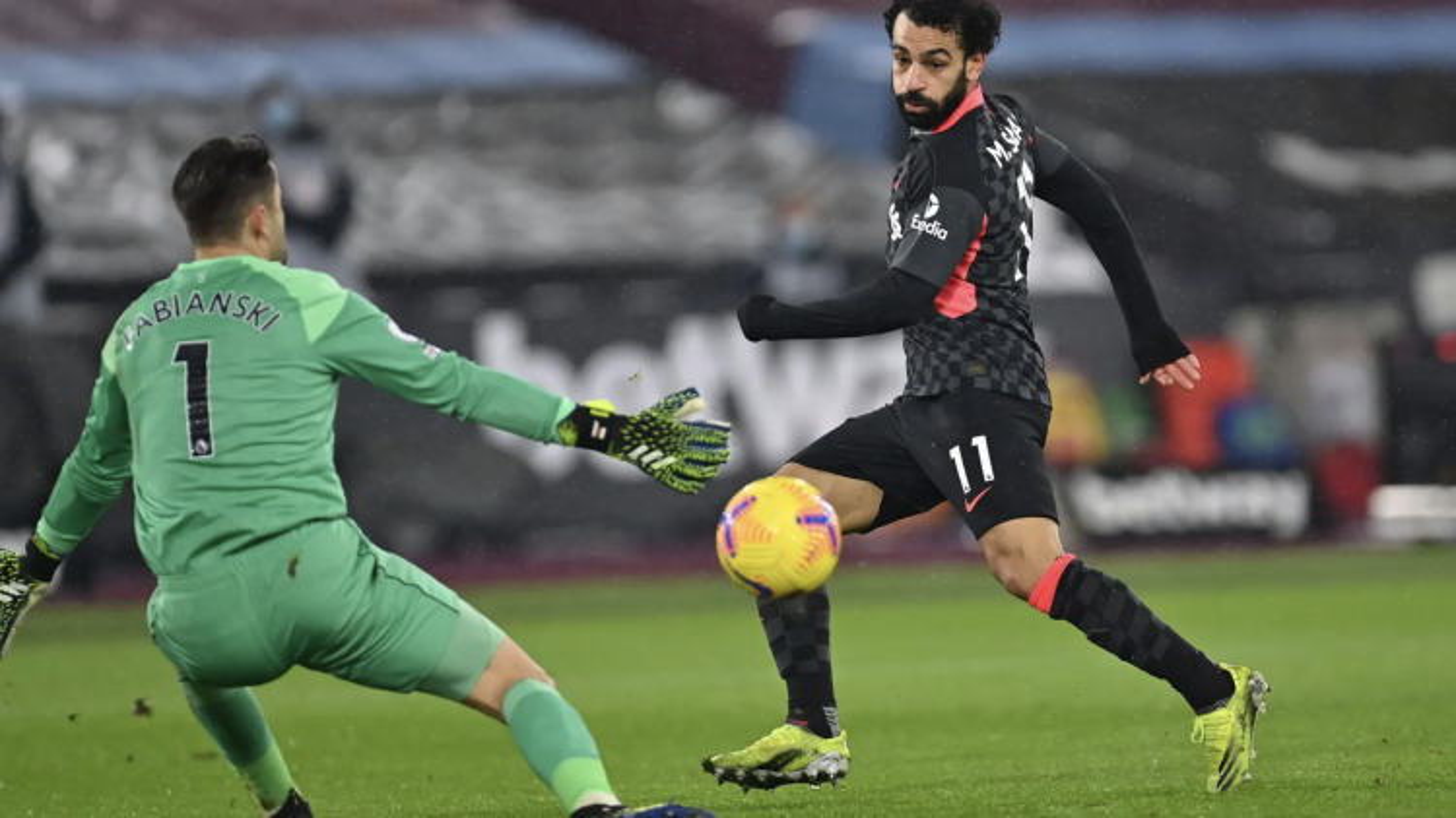 """Salah giải """"cơn khát"""" bàn thắng, Liverpool dễ dàng vượt ải West Ham"""